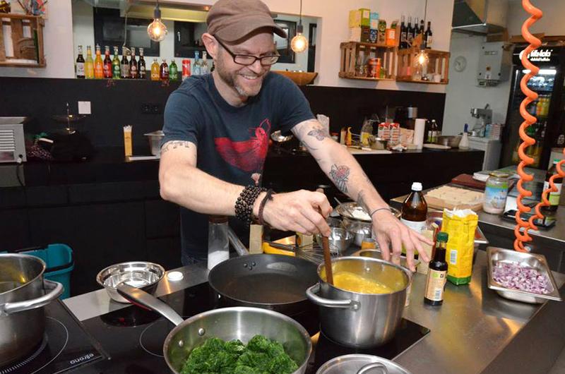 Justin P. Moore The Lotus and the Artichoke cooking show at Veganz Hamburg